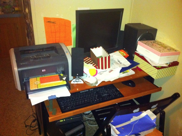 My friend s Messy Desk 089